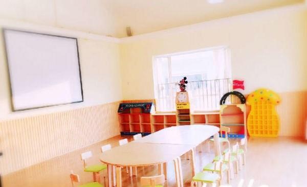 现代化教学空间外还设有家长休闲区,宝宝陪同区,宝宝游乐区,甜品站等